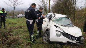 Kazada araç içinde bulunan 3 kişi yaralandı