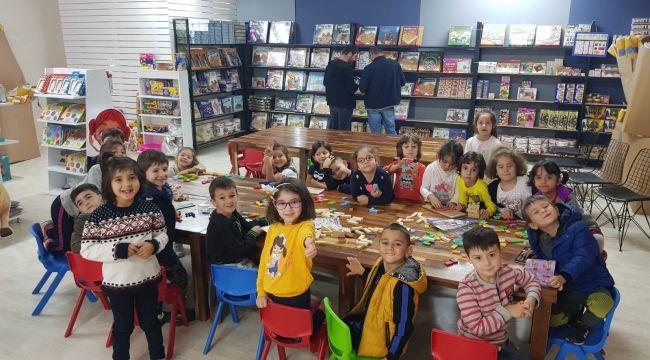 Minik öğrenciler oyuncak fabrikasını gezdi