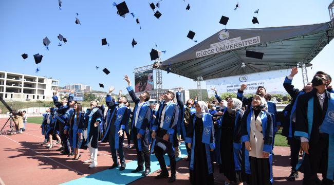 Derece ile mezun oldular